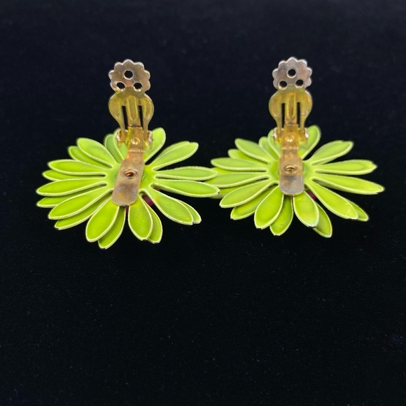 Vintage 80s clip on earrings daisies statement clip ons